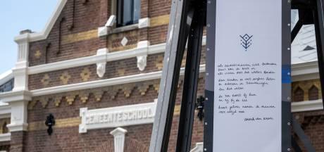 Muzee herdenkt jaar naar surfdrama omgekomen watersporters met foto's en gedichten
