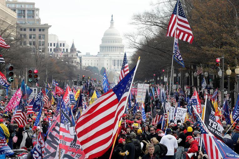 Aanhangers van de Amerikaanse president Donald Trump hebben gedemonstreerd in Washington tegen de verkiezingsuitslag Beeld AP