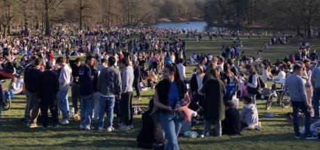 """Les parcs bruxellois pris d'assaut: """"Impossible de verbaliser tous ceux qui ne respectaient pas les mesures"""""""