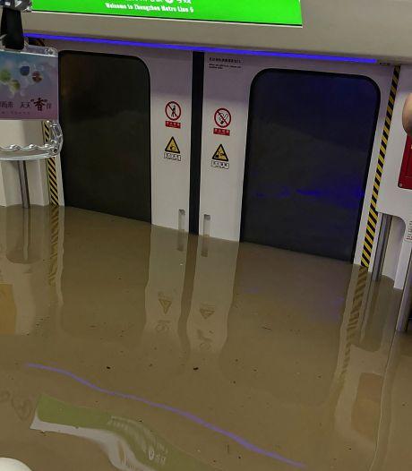 Douze morts dans un métro inondé en Chine, un barrage menace de céder