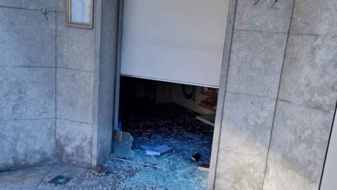 Vandalen slaan deur van apotheek aan diggelen, ook schade aan afsluiting restaurant