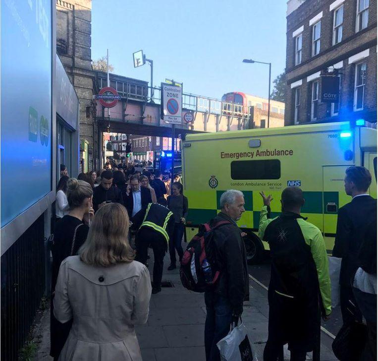 De hulpdiensten zijn massaal naar het metrostation getrokken.