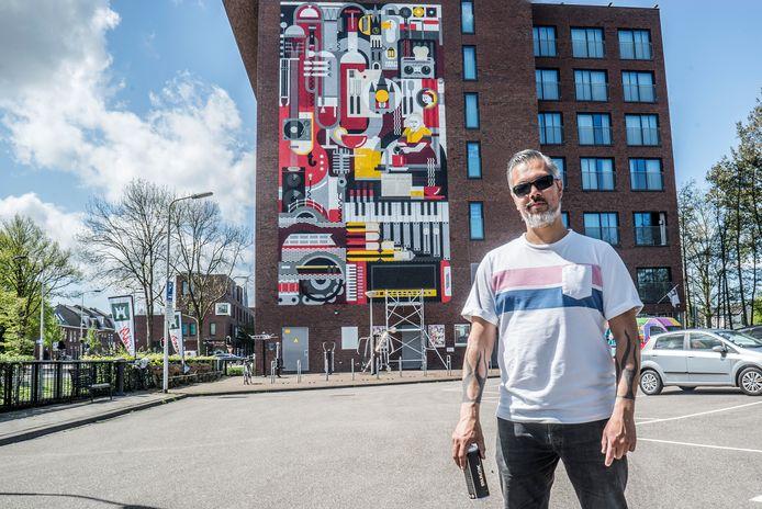 Micha bij het eindresultaat van zijn creatie op het Hampshirehotel