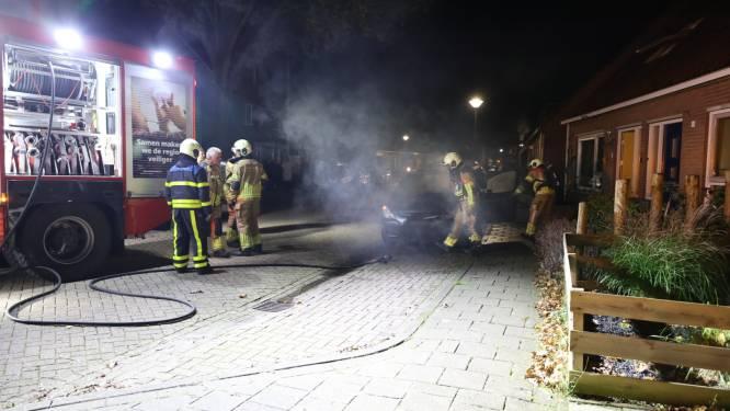 Auto vat vlam in Kaatsheuvel, brandstichting niet uitgesloten