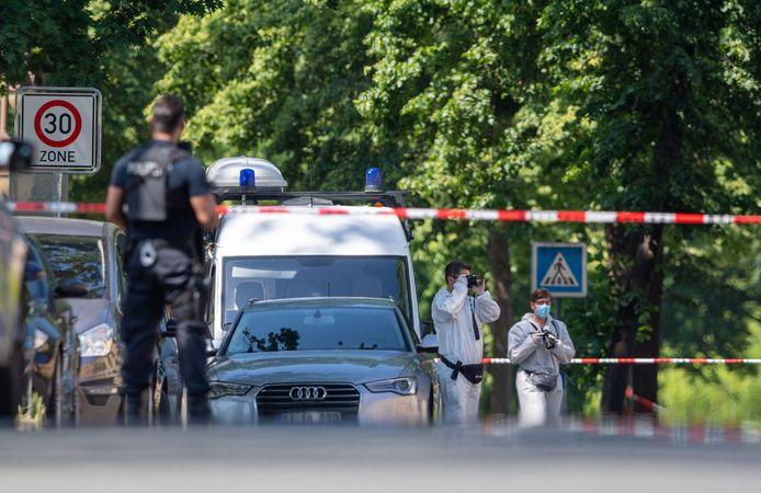 Politie aan het werk op de plek waar twee mensen werden doodgeschoten.