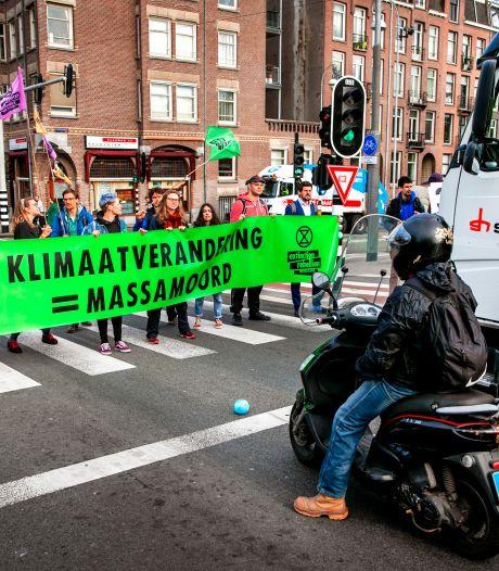 Klimaatactivisten blokkeren zaterdag als sandwich wegen in stad