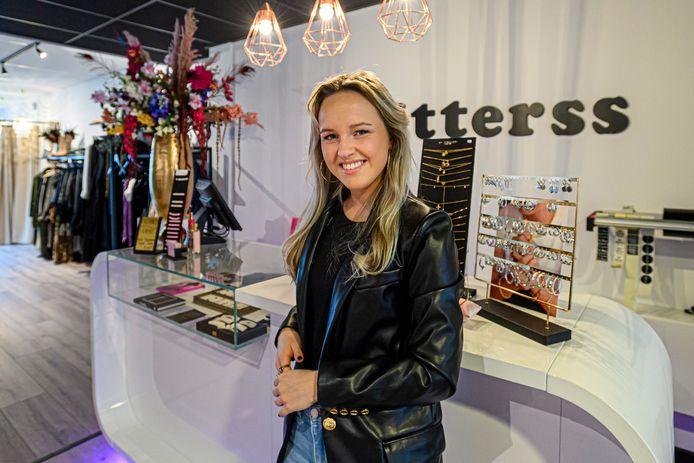 Eefje Kouters van Glitterss bezorgt al sinds maart pakketjes bij mensen thuis.