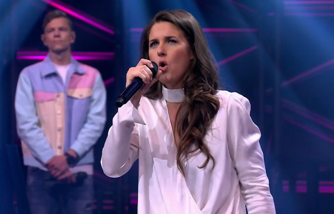 Senja zong Pieter naar huis.
