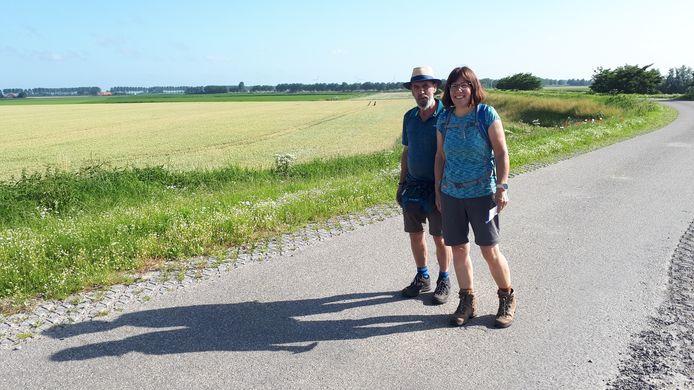 Kees en Brigitte Goossen uit Hulst lopen samen 31 kilometer in de Thoolse Wandelmarathon