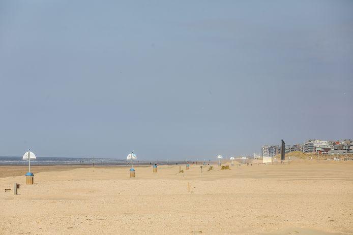Het strand van De Panne aan de vooravond van de paasvakantie