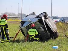 Auto slaat over de kop op A59 bij Waalwijk, bestuurster gewond