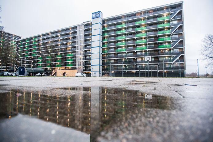 De flat waar de brand woedde in de nieuwjaarsnacht in Arnhem.