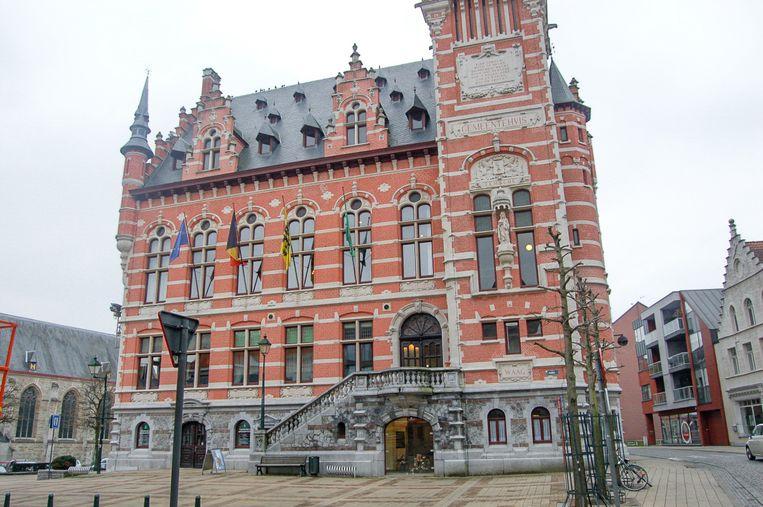 Elke dinsdag in augustus zullen de klokken in de belfort van het gemeentehuis weerklinken, waarna optredens van lokale groepen en muzikanten volgen.