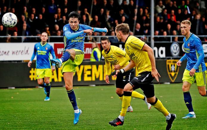 Steven Berghuis haalt verwoestend uit en maakt de 2-0