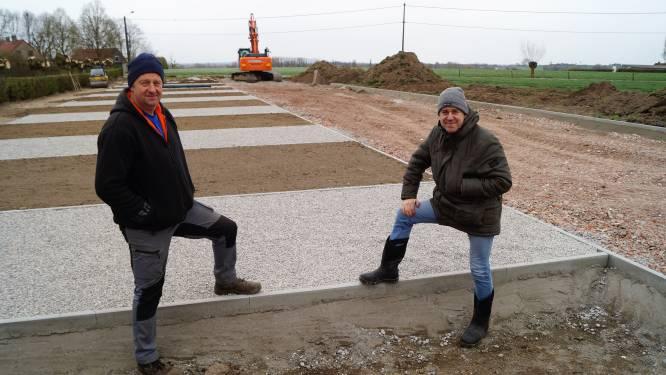 """Patrick en Hein openen camperplaats in Kanegemstraat in Tielt: """"Buurt heeft véél moois te bieden"""""""