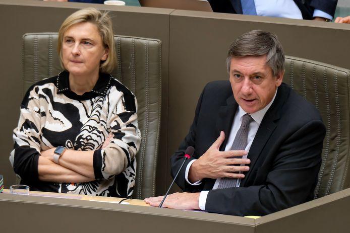 Hilde Crevits, ministre flamande de l'Emploi et Jan Jambon, ministre-président flamand.