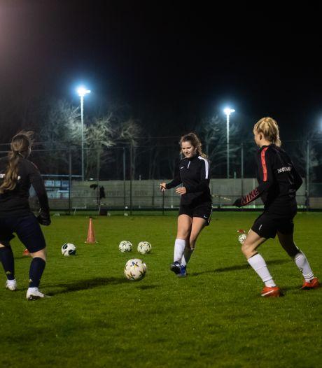 Jongeren blij dat ze weer mogen sporten, maar 'de derde helft missen we nog wel'