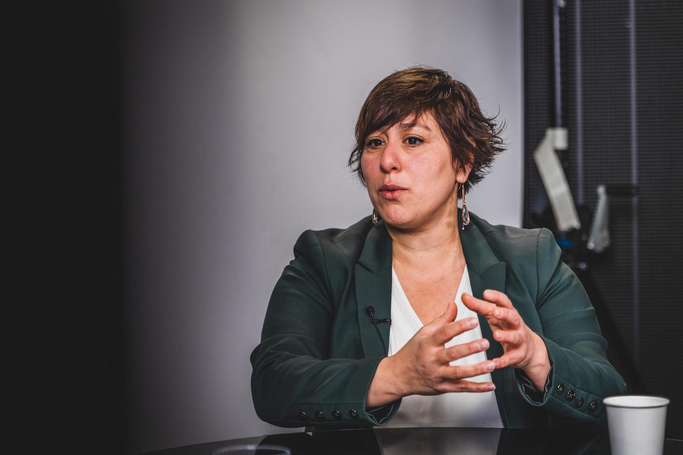 """Meyrem Almaci (Groen) gaat voor elke stem vechten. """"Ik wissel de federale Kamer in voor het Vlaams parlement omdat Vlaanderen kansen heeft laten liggen voor het klimaat, het onderwijs en de armoede."""""""