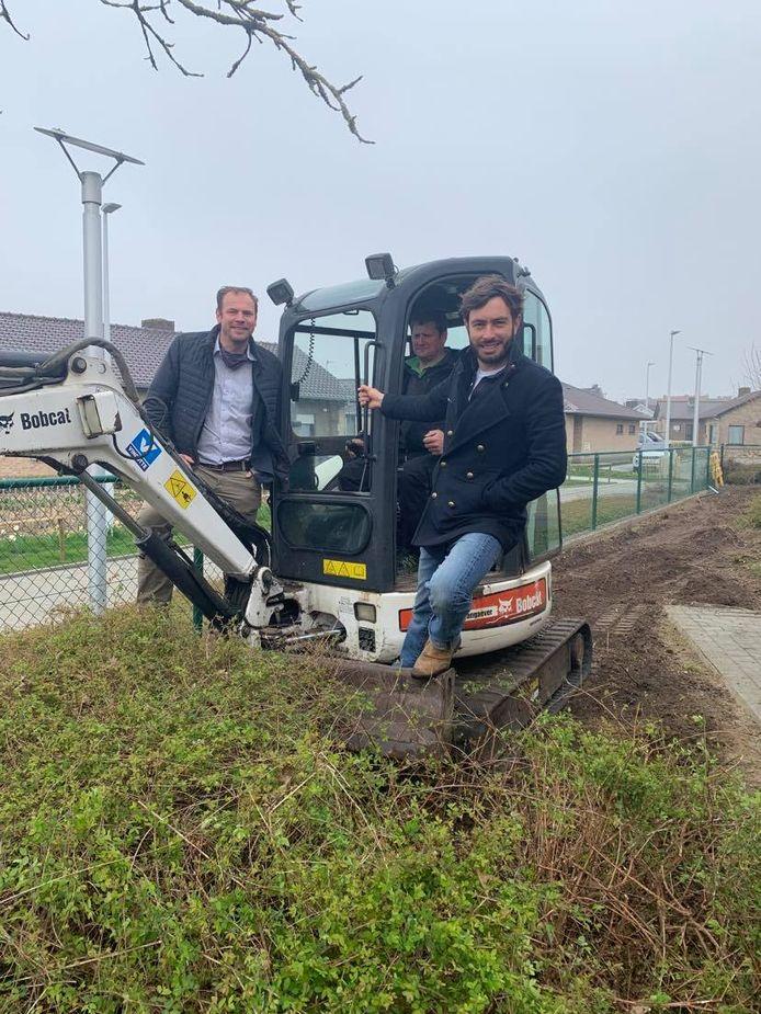 De eerste spadesteek voor een nieuwe tuin voor de bewoners van Huize Proventier werd deze week geplaatst.