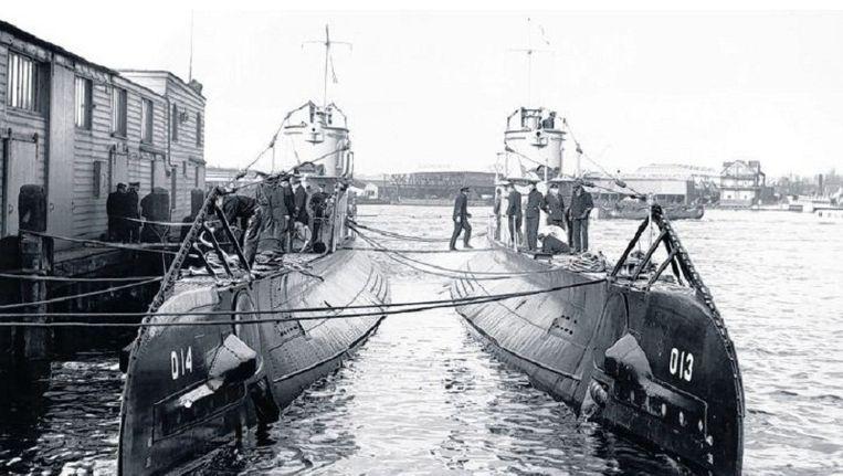 De O-13 en O-14 in 1939 in de haven van Amsterdam. Beeld Spaarnestad/HH