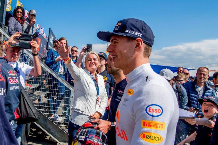 De Nederlandse coureur Max Verstappen reed al twee keer demonstraties op Zandvoort in zijn Red Bull-bolide. Beeld anp