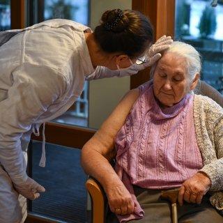 EU onderzoekt dood 13 Noorse ouderen na bijwerkingen vaccin