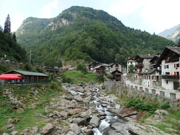 Het dorpje Rassa in de vallei van Valsesia in de regio Piémont.