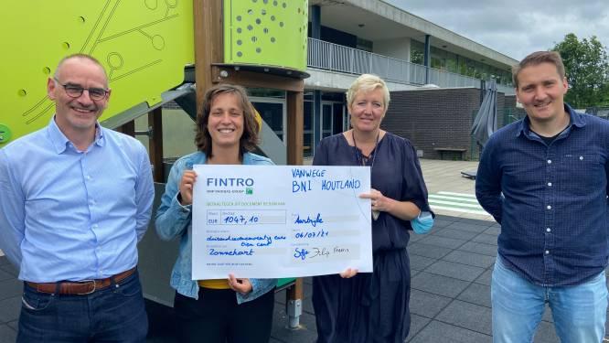 BNI Houtland drinkt op 'ondernemersterras' 1.000 euro bij elkaar voor Zonnehart in Aartrijke