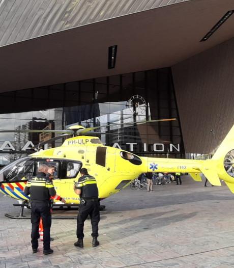 Traumaheli trekt veel bekijks met landing voor Centraal Station