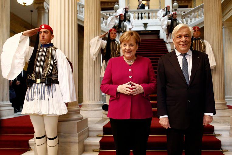 Merkel en president Pavlopoulos in het paleis in Athene.
