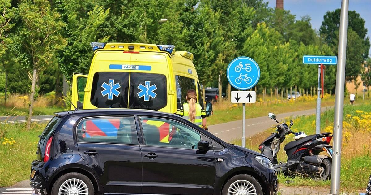 Twee gewonden bij aanrijding tussen scooter en auto in Tuk.