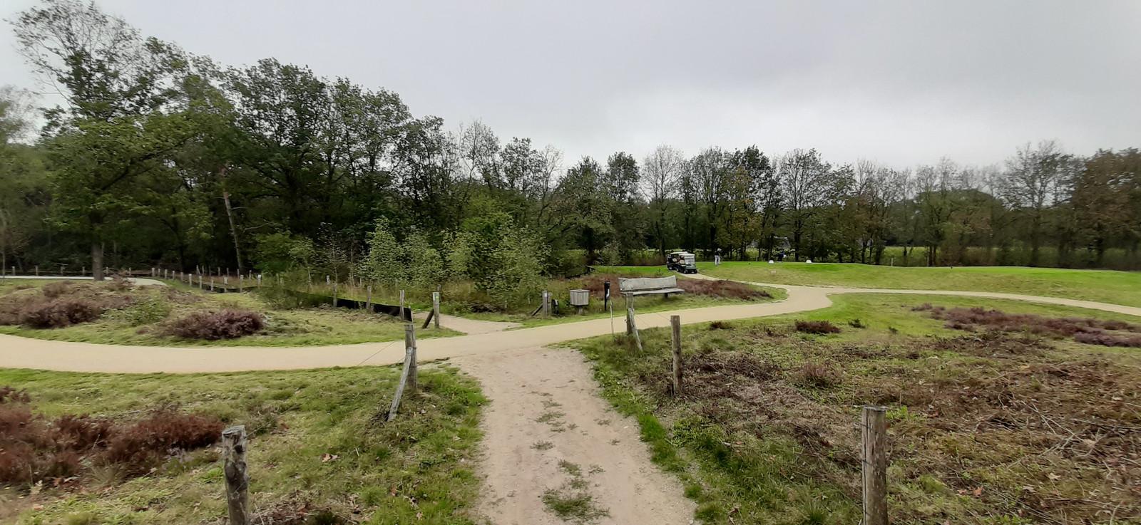 Het openbare wandelpad tussen holes van golfbaan The Duke.