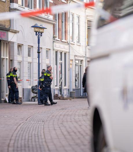 Gewonde bij steekpartij in woning, verdachte meldt zichzelf op het politiebureau
