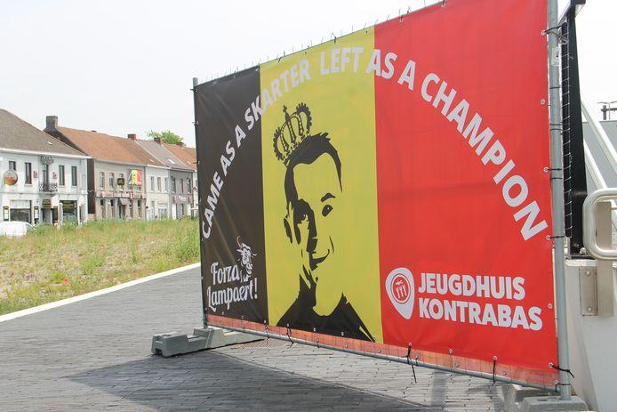 Came as a skarter, left as a champion...een toepasselijke banner van het plaatselijke jeugdhuis.