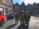 Brandweerlieden arriveren bij de aanslag in Münster, 50 km over de grens bij Enschede.