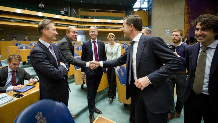 Van links naar rechts: Halbe Zijlstra (VVD), Kees van der Staaij (SGP), Arie Slob (ChristenUnie), Mona Kyzer (CDA), Premier Mark Rutte en Jesse Klaver (Groenlinks), woensdag in de Tweede Kamer voor een debat over de aankomende Europese Top.