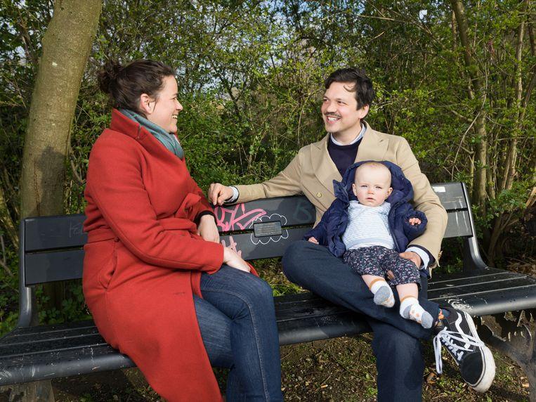 Moeder Floortje, kind Mies en Chiel in vondelpark Beeld Ivo van der Bent