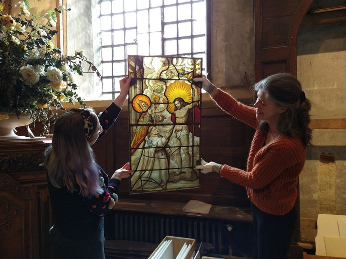 Zo'n 20 virtuoze glasramen uit de 17e eeuw zijn eindelijk terug thuis.