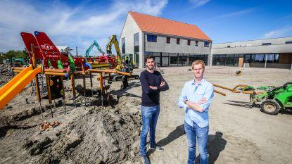 """Elf jaar na sluiting legendarische tearoom, blazen Jorgen en Cedric levenswerk van hun ouders nieuw leven in: """"Speeltuin is onze grootste troef"""""""