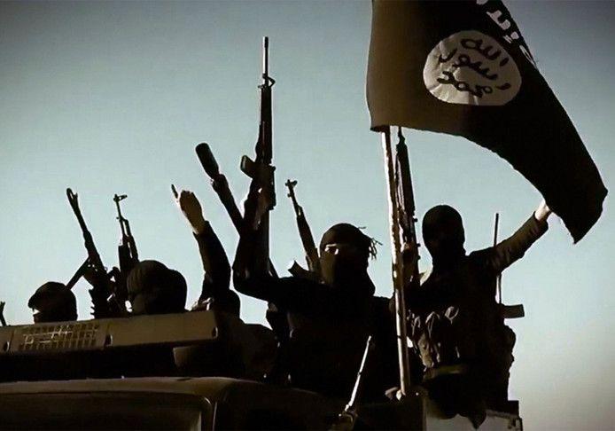 Archieffoto: strijders met de vlag van Islamitische Staat.