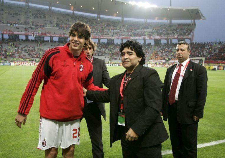 De twee voormalig beste voetballers ter wereld, Kaka en Maradona, in 2005. Beeld null