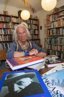 Heel veel kunstboeken van wijlen schilder Leon Verburgt in verkoop bij Books4Life in Eindhoven
