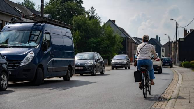 """Stad legt nieuwe fietssuggestiestroken aan in drie straten: """"Fietsers beter in aandacht brengen"""""""