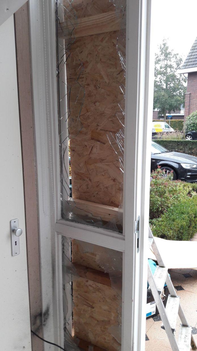 Schade aan de tweede woning in Achterberg door zwaar vuurwerk.