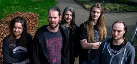 Metal op ritme van weefgetouwen op Roadburn Festival: 'De gemiddelde metalfan staat wel open voor wat experiment'