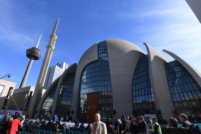 Een massabijeenkomst voor de opening van de moskee is op de valreep verboden.