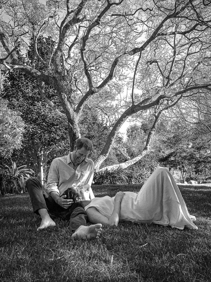 Foto van prins Harry en Meghan Markle, die aankondigen dat ze een tweede kind verwachten.