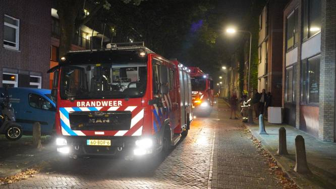 Vuilniszakken in brand in gang van Arnhemse flat