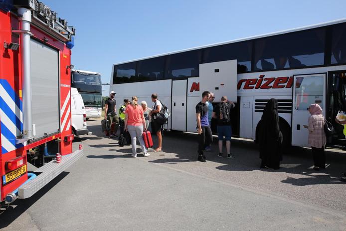 Passagiers van een trein werden met een bus verder vervoerd.