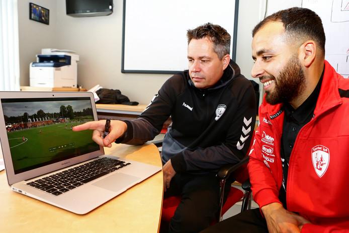 Patrick Loenen (links) volgt na de zomer Gert Kruys op als trainer van DOVO.